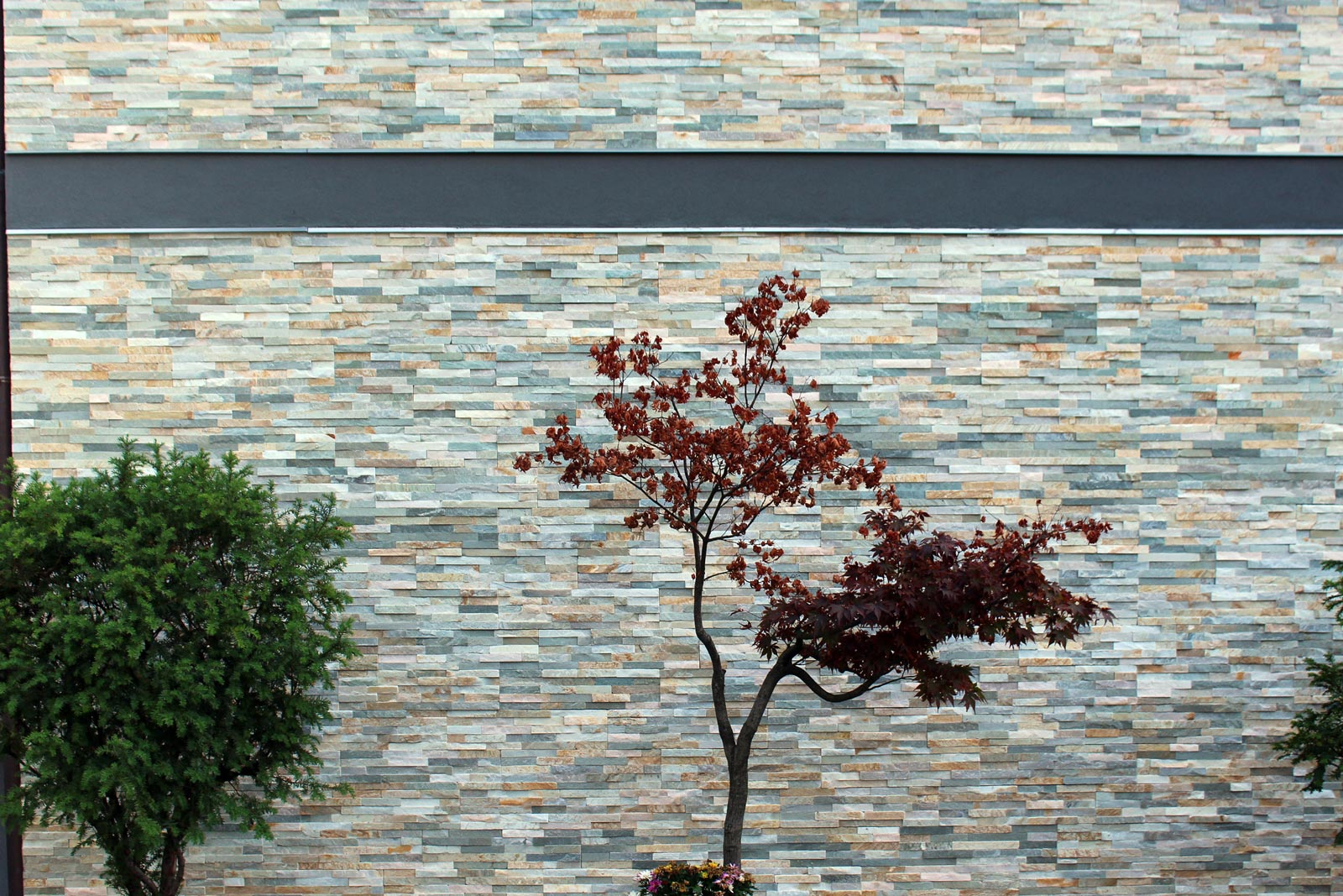 [49] Una facciata frammentata - homes, small thickness preassembled coverings